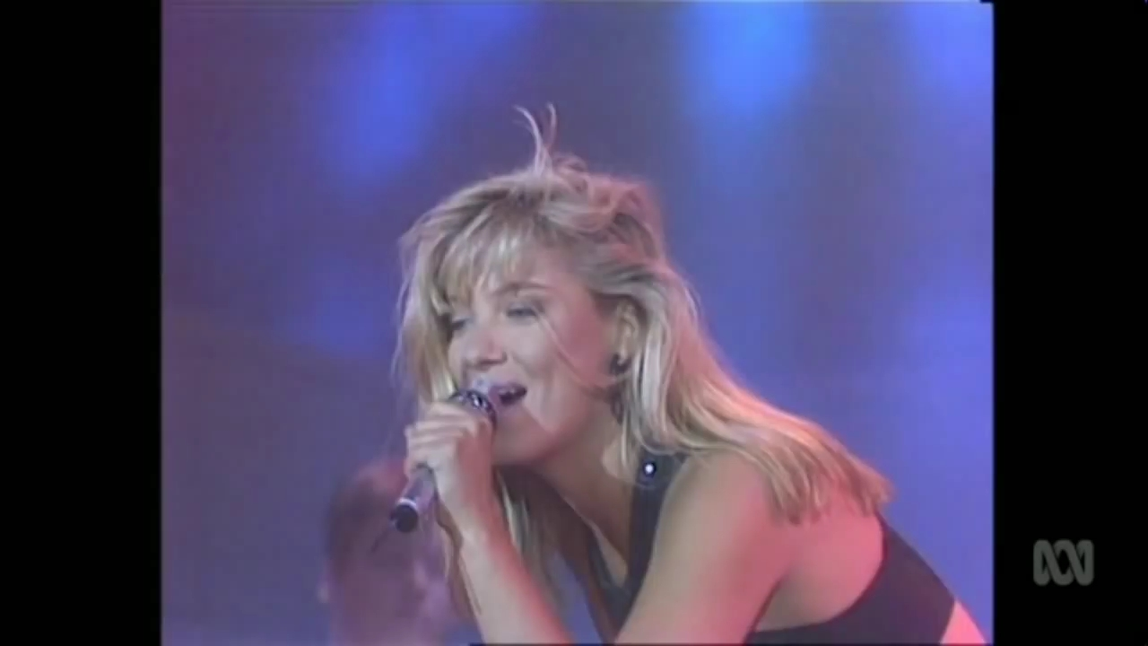 Collette-Thats-What-I-Like-About-You-Live-1989-on-Countdown-HD.mp4_snapshot_00.29_2019.04.11_00.14.18.jpg
