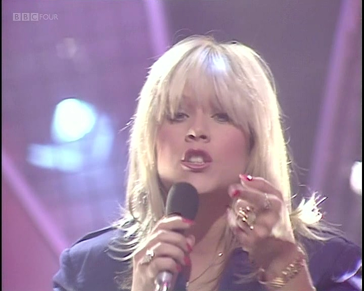 Samantha-Fox-Nothings-Gonna-Stop-Me-Now-1987-TOTP.vob_snapshot_00.29_2019.04.22_01.25.56.jpg
