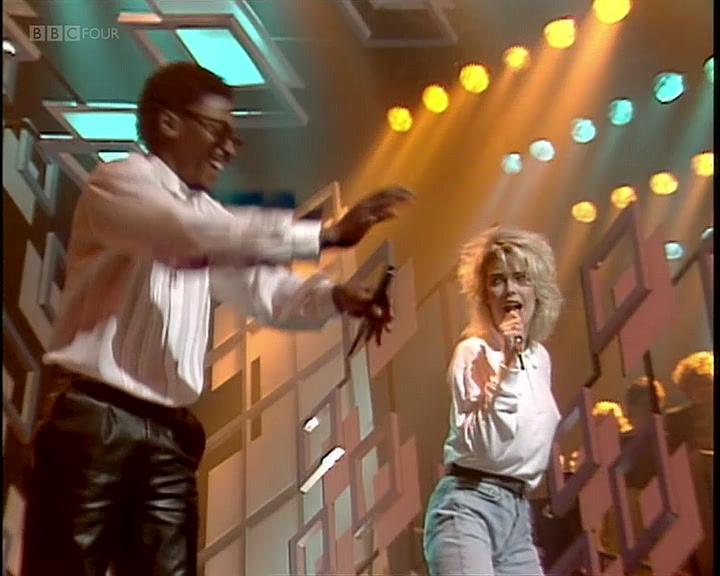Kim-Wilde-Junior-Giscombe-Another-Step-Closer-To-You-1987-TOTP.vob_snapshot_00.47_2019.04.25_00.59.00.jpg