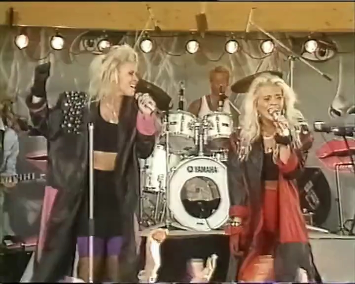 Lili-Susie-Do-You-remember-Live-Sommar-1989.avi_snapshot_00.52_2019.09.22_01.58.20.jpg