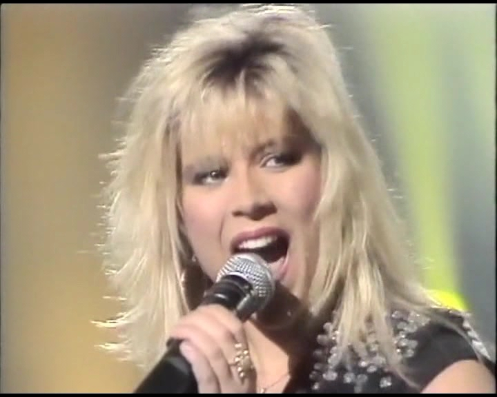 Samantha-Fox-I-surrender-1987-TVE.mpg_snapshot_00.16_2019.01.23_02.06.21.jpg
