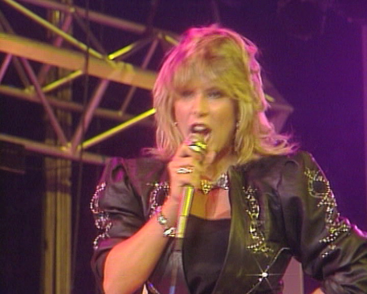 Samantha-Fox-Hold-On-Tight-Peters-Pop-Show-1986-Baseclips.ru_.vob_snapshot_02.29_2019.01.25_23.20.08.jpg